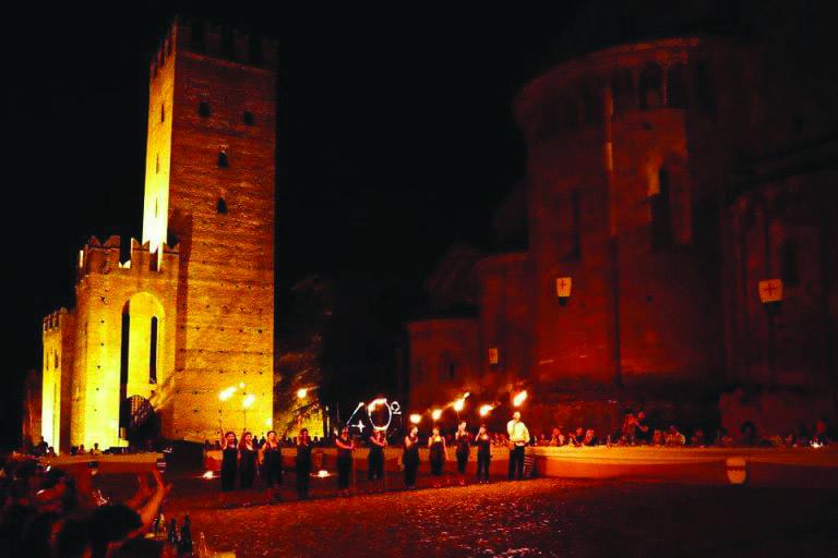 Cena medievale in piazza