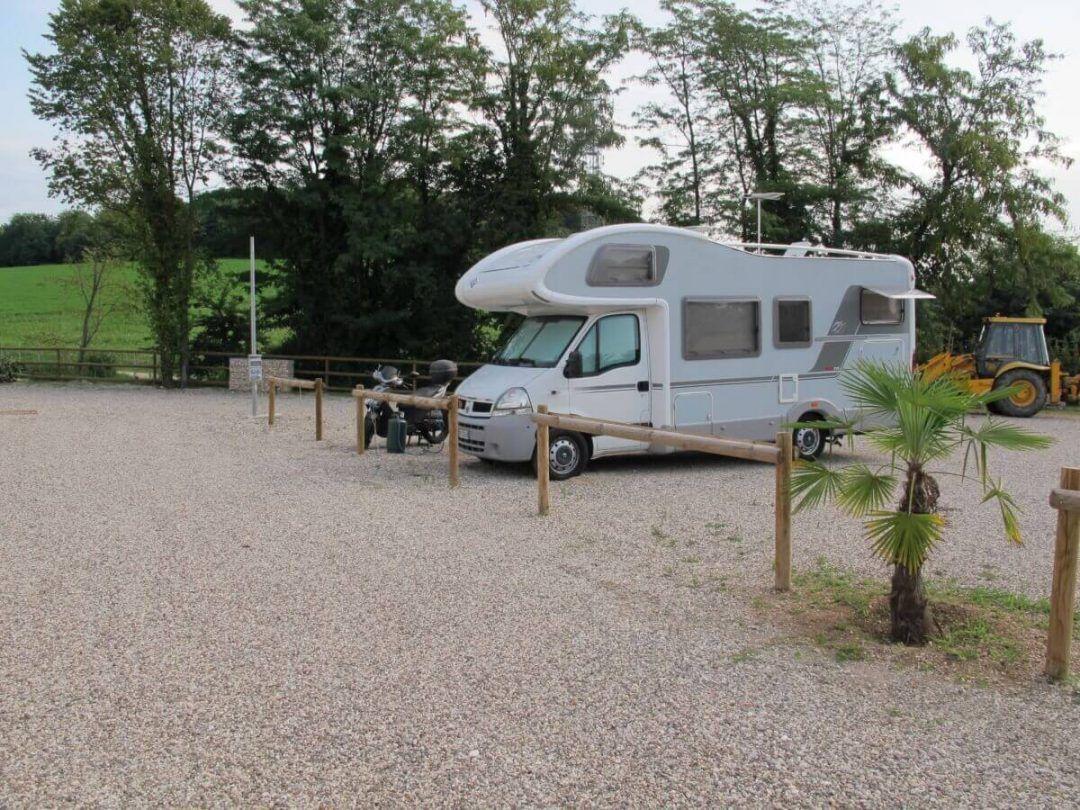 """Area di Sosta Camper """"Frassino"""""""