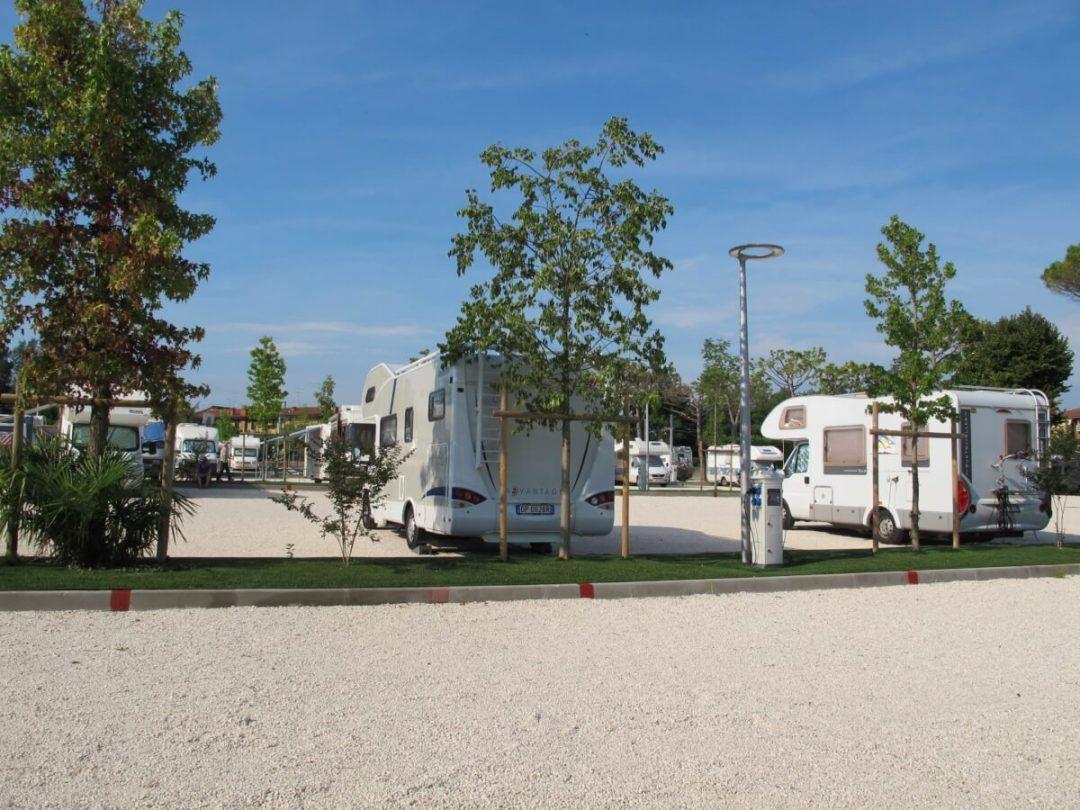 """Area di Sosta Camper """"Peschiera"""""""